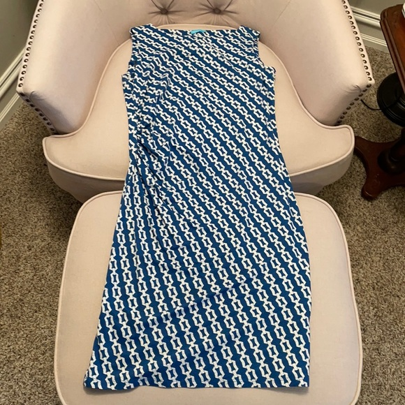 Blue and white chain pattern dress